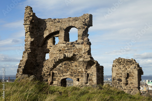 Foto op Canvas Rudnes Ruins of St. Anthony's Chapel