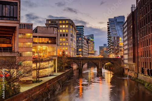 Wohnungen und Bürohäuser im Stadtzentrum von Manchester, Vereinigtes Königreich Fototapete