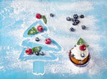 Sweet Christmas Decorations With Cupcake
