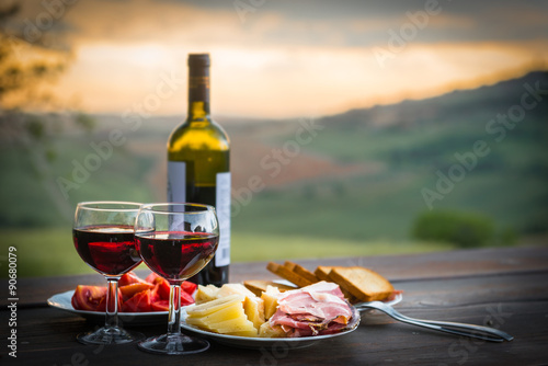 Foto  still life Red wine  ,cheese and prosciutto