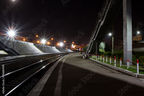 Papiers peints Gares Railway station at night.