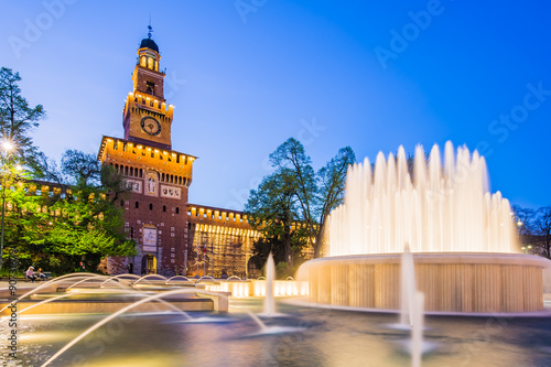 Foto op Plexiglas Milan Sforza Castle at twilight in Milan, Italy.