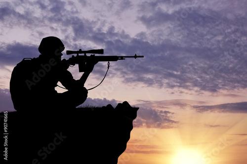 Cuadros en Lienzo  Silueta de un francotirador soldado