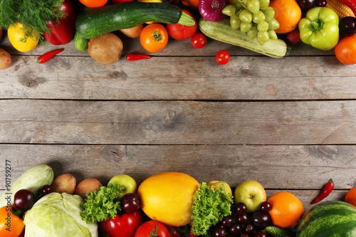 Keuken foto achterwand Groenten Frame of fresh vegetables on wooden background