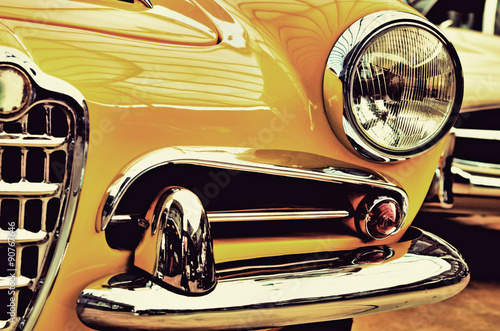 Poster Vintage voitures The hood, bumper, headlight and radiator of stylish yellow vinta