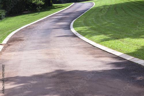 Fotografía  Driveway Vehicle Entrance to home summer