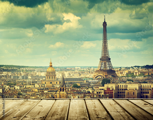 Fotobehang Parijs background with wooden deck table and Eiffel tower in Paris