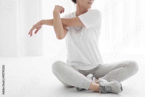 Fotografia  Women have a stretch of the upper arm