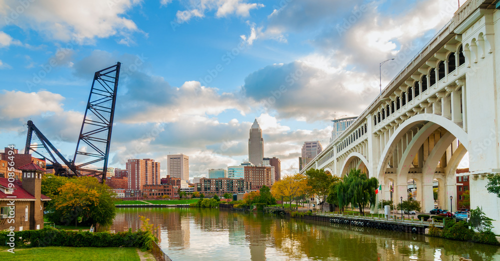 Fototapeta Cleveland waterfront with downtown and the Detroit-Superior bridge