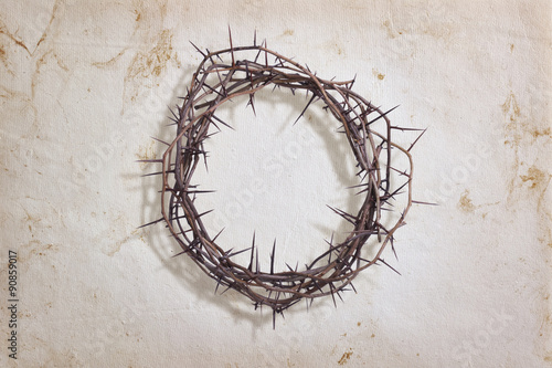 Foto Crown of thorns on textured paper
