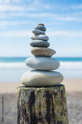 Poster Zen pierres a sable galets zen superposés en équilibre