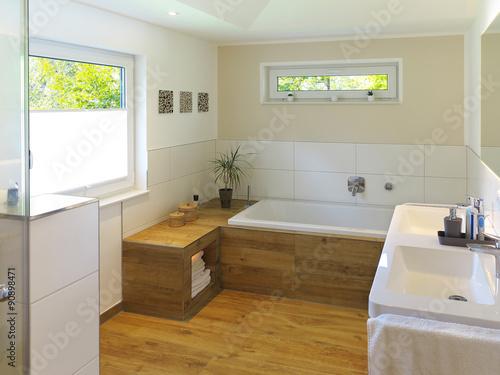 Badezimmer Mit Holzfußboden ~ Modernes badezimmer mit badewanne waschbecken und holzboden buy