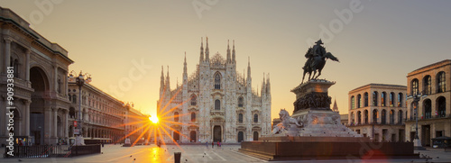 Photo sur Aluminium Milan Duomo at sunrise