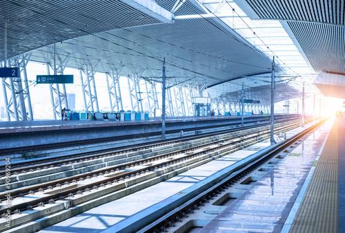 Fotografia empty railway platform background