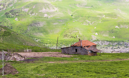Poster Scandinavië Abandoned house in the Karmadon gorge.North Ossetia.
