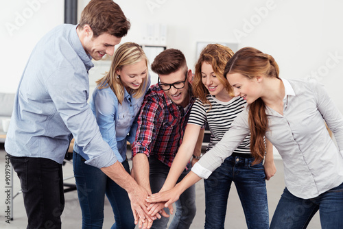 Fotografia  motiviertes junges team im büro