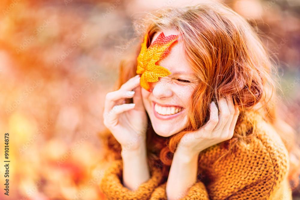 Fototapeta laughing autumn