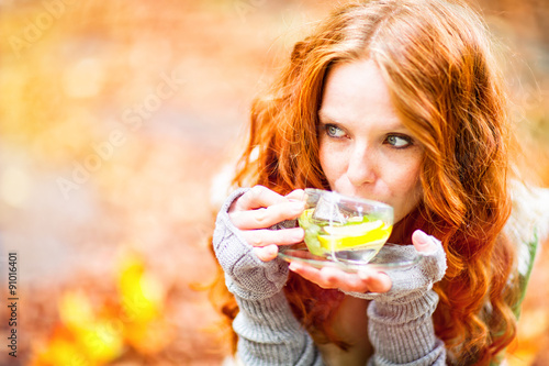 Fotografie, Obraz  Tee trinken in der Natur