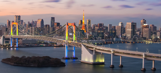 Obraz na Szkle Mosty View of Tokyo bay with Tokyo tower and Tokyo rainbow bridge