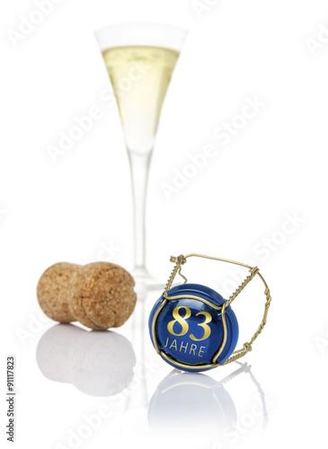 Fotografia  Champagnerdeckel mit der Aufschrift 83 Jahre
