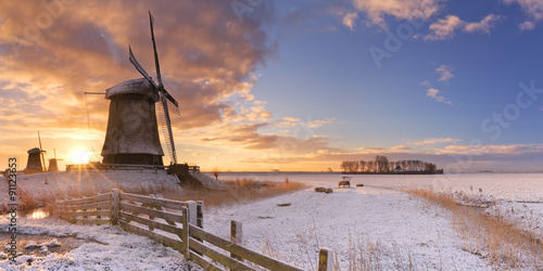 Fotografía  Traditional Dutch windmills in winter at sunrise