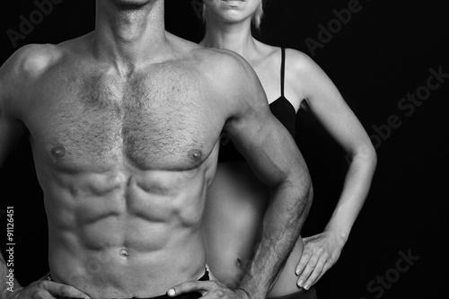 kulturystyka-sport-fitness-koncepcja-treningu-dysponowana-para-silny-mies