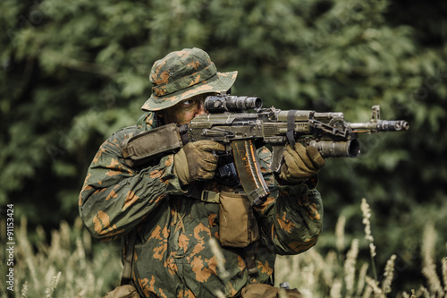 paratrooper airborne infantry in the forest Fototapeta