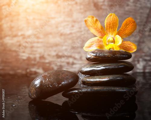 spa-concept-zen-kamienie-i-orchidea-drewno