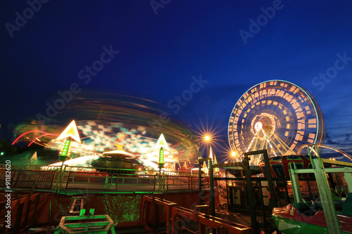 Foto op Plexiglas Amusementspark Amusement park at night
