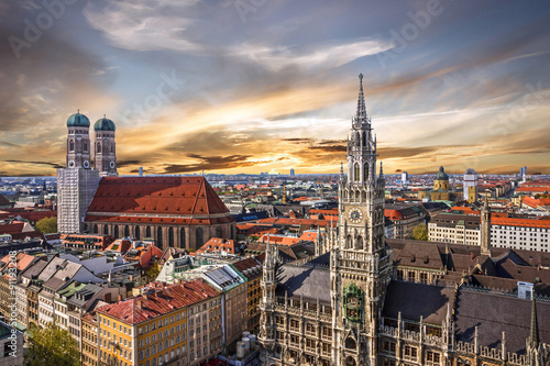 Fotografía  Munich sunset panoramic architecture, Bavaria, Germany.