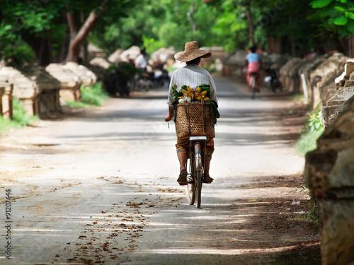 Carta da parati Myanmar, the woman on the bicycle