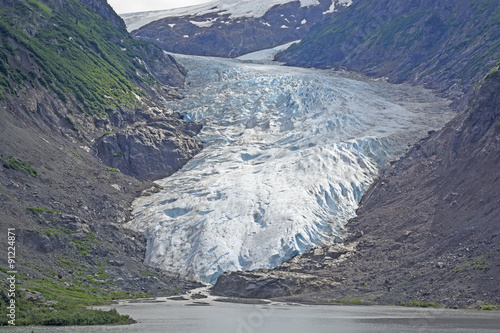 Foto op Canvas Gletsjers Coastal Glacier coming out of the Mountains