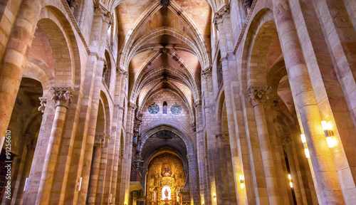 La pose en embrasure Edifice religieux Avila Cathedral Basilica Castile Spain