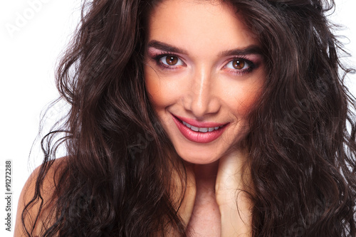Fototapety, obrazy: beautiful young woman smiling at the camera.