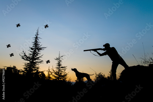 Fotobehang Jacht Hunting. Hunter and dog at sunset.