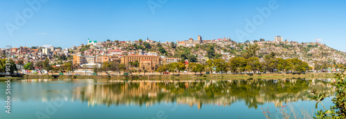 Fotobehang Afrika Panorama view at the Antananarivo from Anosy lake