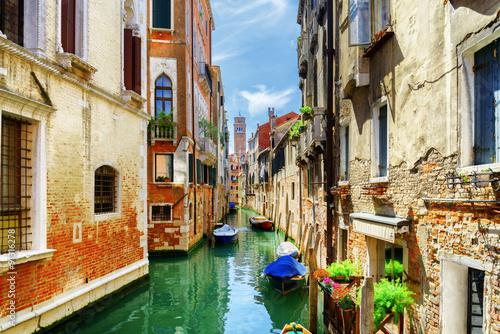 Stickers pour porte Venise The Rio di San Cassiano Canal with boats in Venice, Italy