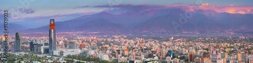 Fotografía  Skyline de Santiago de Chile desde el Cerro San Cristóbal, la puesta del sol