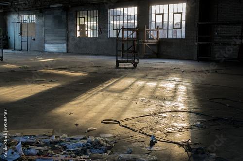 Papiers peints Les vieux bâtiments abandonnés Rundown and Deserted Factory in a State of Decay