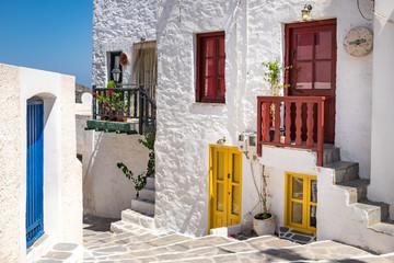 Panel Szklany Podświetlane Do przedpokoju Scenic view of colorful street in traditional Greek cycladic vil