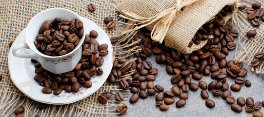 Fototapeta kawa w ziarenkach w filiżance