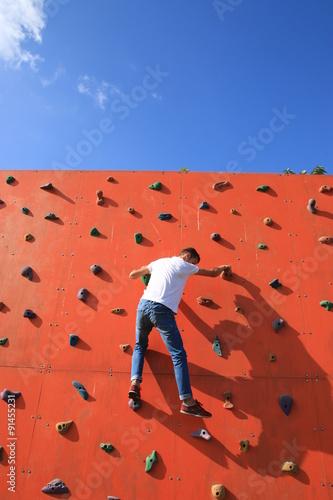 Foto op Plexiglas Alpinisme yapay tırmanma parkuru ve dağcı