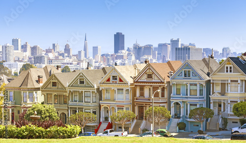 Plakat San Francisco panoramę z Painted Ladies budynków.