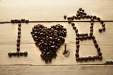 Disegno I love caffè realizzato con chicchi di caffè