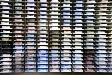 koszule - wystawa sklepowa