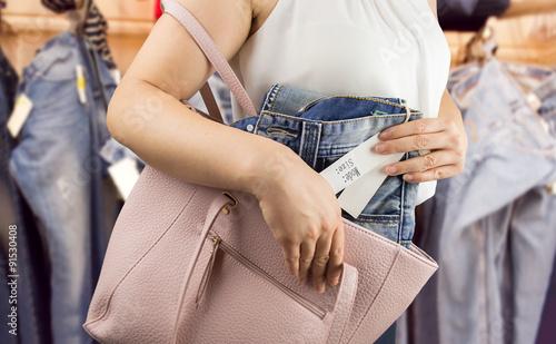 Fényképezés woman steals trousers at the boutique