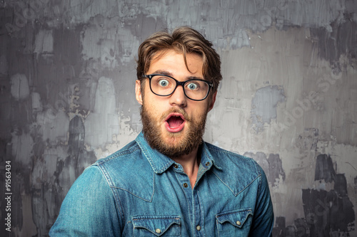 Young handsome man with surprised face expression Fototapet