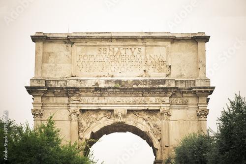 Fotomural Arco de Tito,  ruinas del foro romano, Roma, Italia