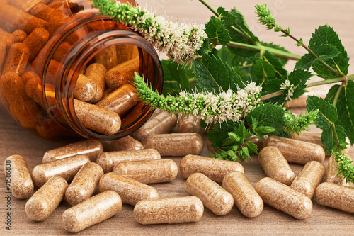 Fotografia  herbal medicinal  in capsules