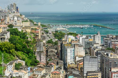 Fotografía  Elevador Lacerda, com Cidade Alta e Cidade Baixa, em Salvador - Bahia - Brasil